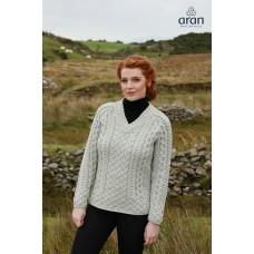 Aran Woollen Mills - B688 | wollen damestrui met V-hals